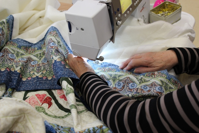 June added the borders to her William Morris quilt
